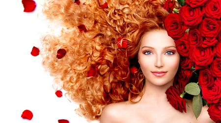 곱슬 빨간 머리와 아름 다운 빨간 장미와 함께 뷰티 모델 소녀 스톡 콘텐츠 - 29053668