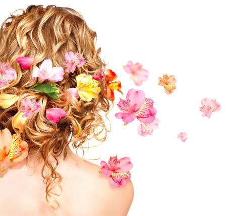 smell: Peinado con flores de colores Haircare concepto de vista trasera Foto de archivo