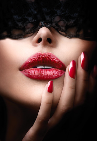 erotico: Bella donna con pizzo nero mascherina sugli occhi Archivio Fotografico