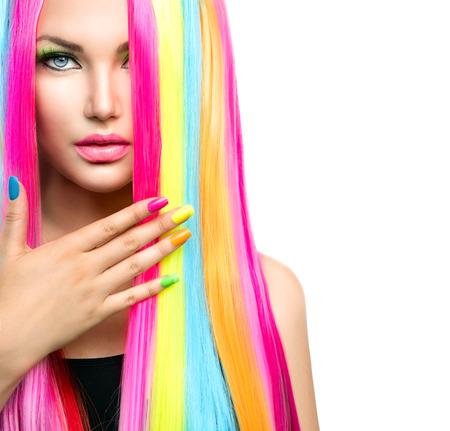 Portret schoonheid Meisje met kleurrijke make-up, haar en nagellak
