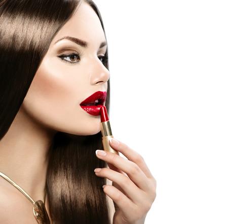 빨간 립스틱을 적용하는 아름 다운 섹시 모델 스톡 콘텐츠