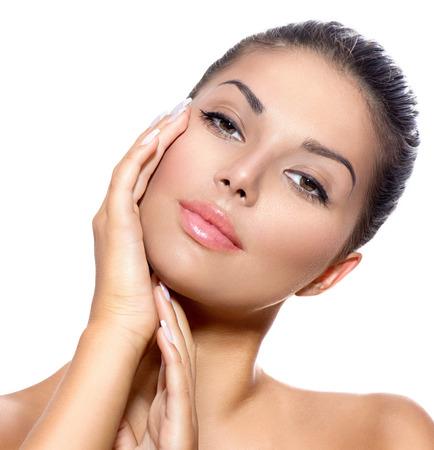 ansikten: Face of ung kvinna med Clean Fresh Skin över vita