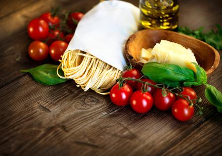 italienisches essen: Hausgemachte Pasta italienische Spaghetti Lizenzfreie Bilder