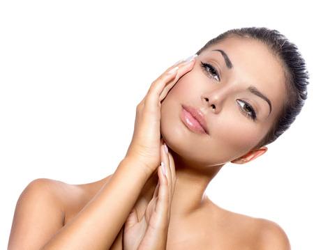 the middle ages: Hermoso rostro de mujer joven con la piel fresca limpia