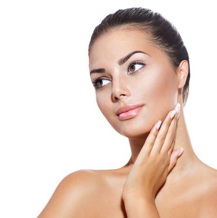 mano anziano: Bel volto di giovane donna con pelle pulita fresca