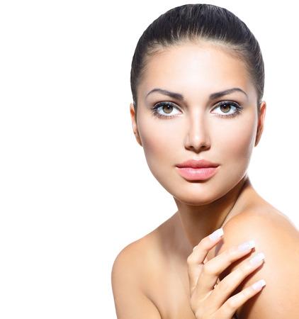 piel rostro: Hermoso rostro de mujer joven con la piel fresca limpia