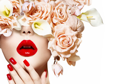 Vogue style model girl face with roses  Red Sexy Lips and Nails Imagens