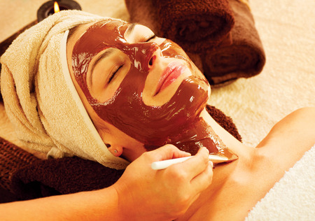 chocolate mask: Spa therapy for young woman with chocolate mask at beauty salon