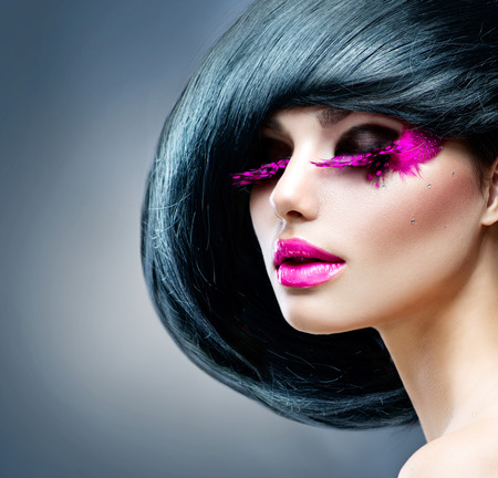 mode: Mode brunett modell porträtt frisyr Professional Makeup Stockfoto