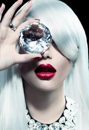 大きなダイヤモンド美少女モデルの肖像画
