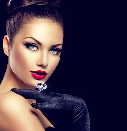 검정을 통해 뷰티 패션 매력적인 여자 초상화 스톡 콘텐츠