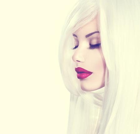 Modèle de beauté fille avec des cheveux blanc et rouge à lèvres rouge Banque d'images - 32077040