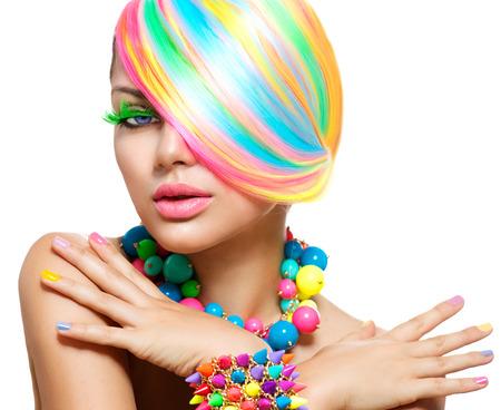 Portret schoonheid meisje met kleurrijke make-up, haar en accessoires Stockfoto