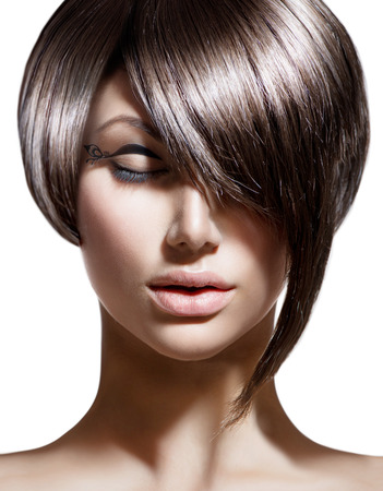 peluquerias: Corte de pelo de moda. Peinado. Fringe elegante