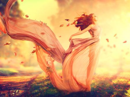 wschód słońca: Jesień fantazji dziewczyna, bajki w dmuchanie strój chiffon Zdjęcie Seryjne