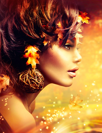Autumn Woman Fantasy Moda d'Oro Portrait. Cadere Archivio Fotografico