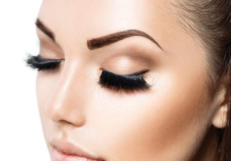perfeito: Maquiagem Face. Menina da beleza com a pele perfeita