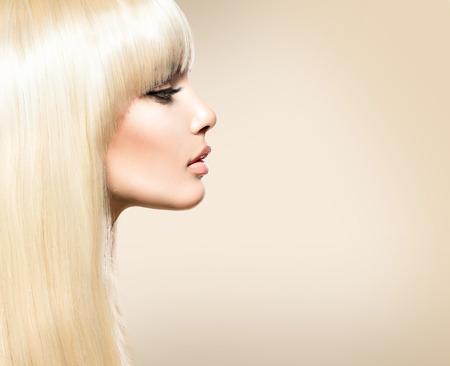 rubia: Pelo rubio. Belleza chica rubia con el pelo brillante liso largo Foto de archivo
