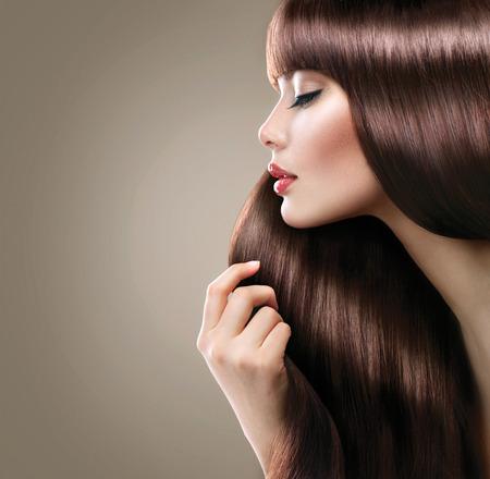 hosszú haj: Gyönyörű nő, hosszú sima, fényes, egyenes haj. Frizura Stock fotó