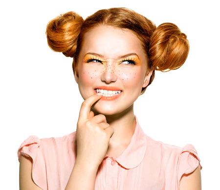 10 代のモデルの少女の肖像画の美しさ。感情