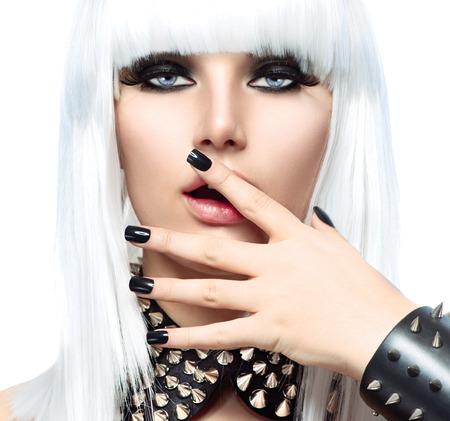 Mode Sch�nheit M�dchen. Punk Style Frau isoliert auf wei�