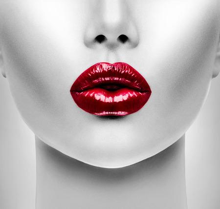 vẻ đẹp: Sexy Red Lips. Beauty Model Woman\