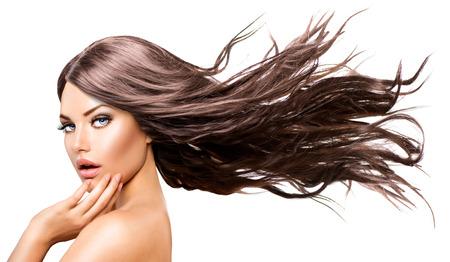 modelo desnuda: Chica Modelo de modas Retrato con largo pelo que sopla