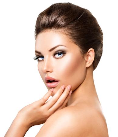 piel rostro: Retrato de la mujer joven hermosa. Cara de ni�a de belleza