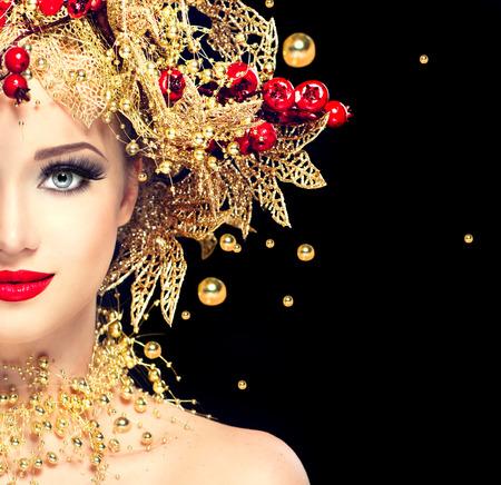 natal: Inverno moda modelo Menina do Natal com penteado dourado