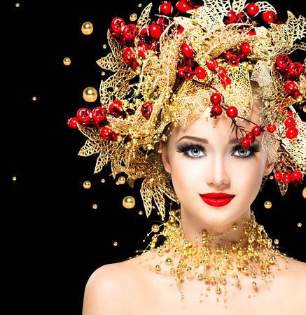 celebração: Inverno moda modelo Menina do Natal com penteado dourado