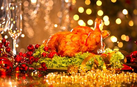 plate of food: Impostazione con tacchino tavola di Natale. Cena di Vacanze di Natale Archivio Fotografico