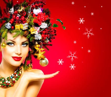 kerst interieur: Kerst Winter Woman. Mooie kerstvakantie Kapsel