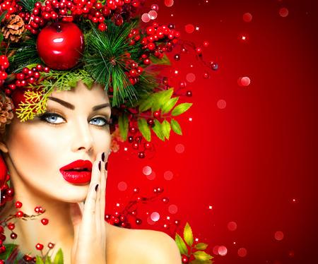 mode: Kerst fashion model vrouw. Xmas kapsel en make-up Stockfoto