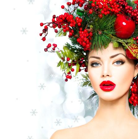 Weihnachten Mode-Modell Frau. Weihnachten Frisur und Make-up-