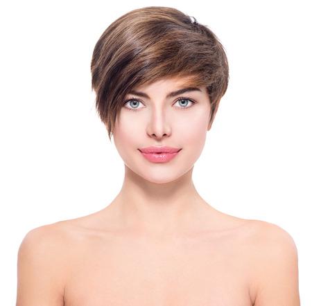 hair short: Mujer joven hermosa con el retrato de pelo corto Foto de archivo