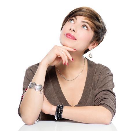 pensando: Pensando mulher beleza jovem olhando para cima, isolado no branco