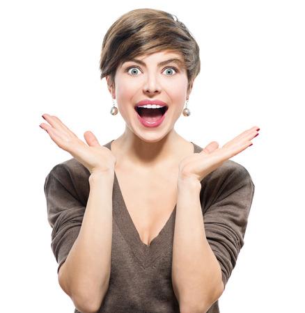 femme qui rit: Femme surprise. Jeune beaut� excit� avec coiffure courte