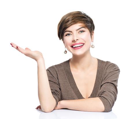 Jonge vrouw met lege kopie ruimte op de open hand palm Stockfoto