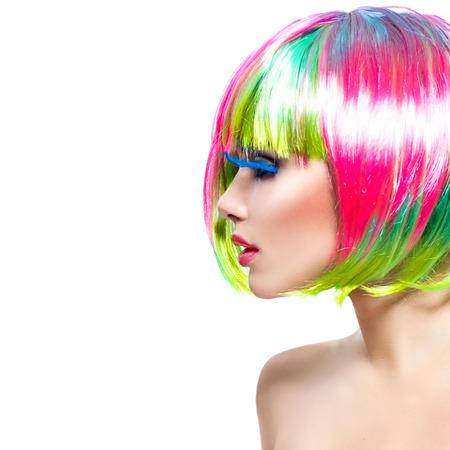 Schoonheid fashion model meisje met kleurrijke geverfde haren