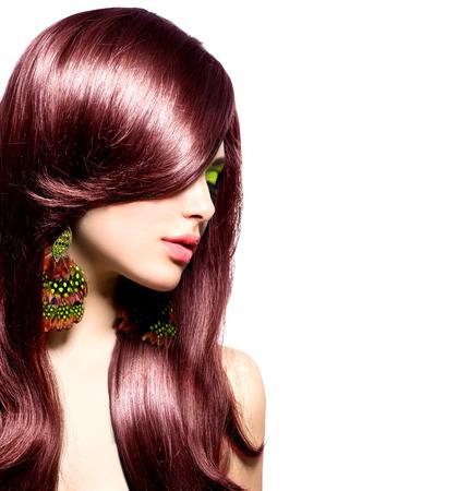 Красивая брюнетка девушка с здоровой длинными каштановыми волосами Фото со стока