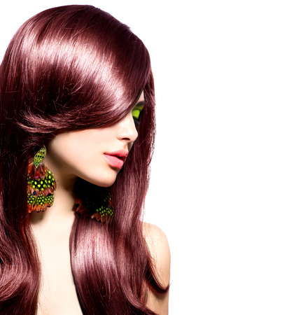 cabello: Hermosa chica morena con el pelo largo y castaño saludable