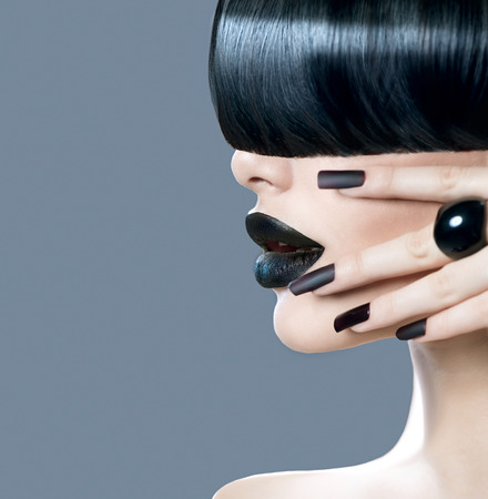 fashion: Alto retrato modelo de chica de moda con estilo de pelo de moda