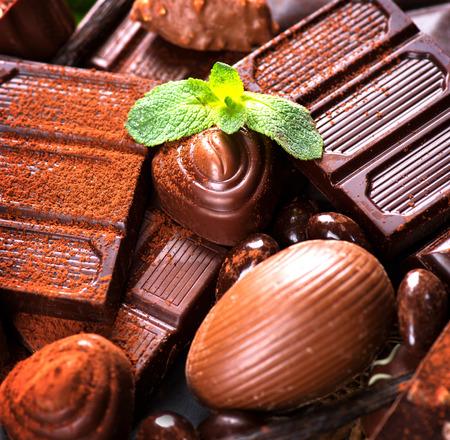 praline: Chocolade achtergrond. Praline chocolade snoepjes