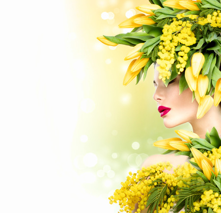 Beauty summer model girl with nature flowers hairstyle Фото со стока - 39145189