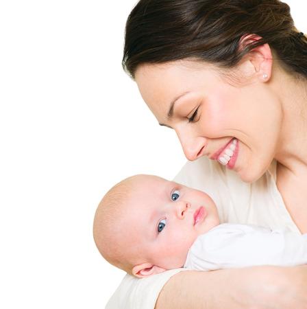 아기: 어머니와 그녀의 신생아 흰색에 고립