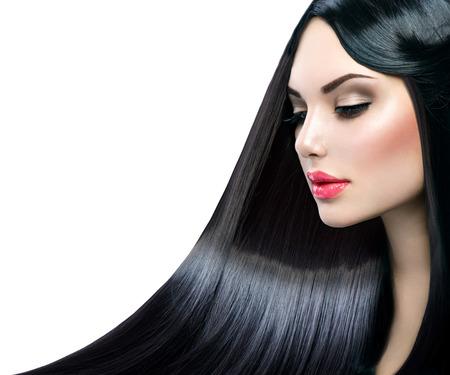 femme brune: Belle fille modèle avec de longs cheveux brillants droite saine