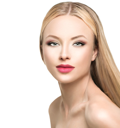 rubia ojos azules: Mujer hermosa del encanto con el pelo largo recto rubio