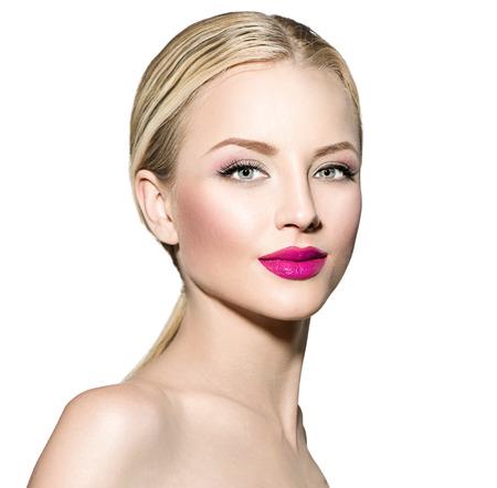 rubia ojos azules: Mujer hermosa con el pelo liso rubio