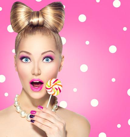 colorido: Divertido piruleta chica comer más de lunares rosados