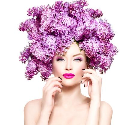 아름다움 패션 모델 소녀 라일락 꽃 헤어 스타일 스톡 콘텐츠